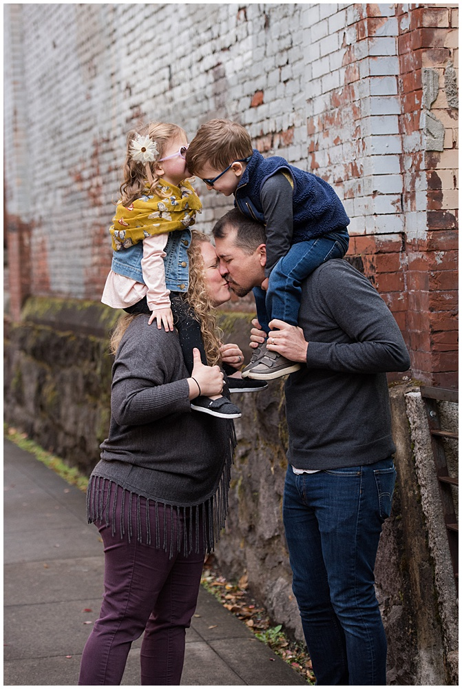 portland family photo bricks kiss